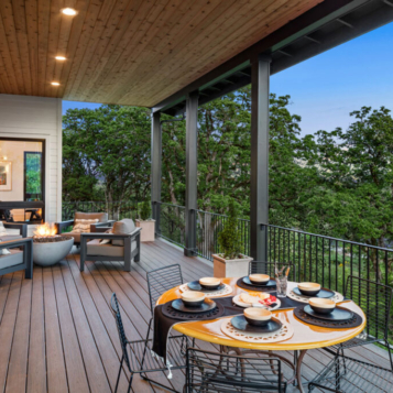 Outdoor patio, fire pit and seating