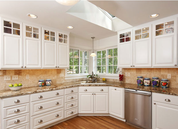 A classic kitchen look with a corner view